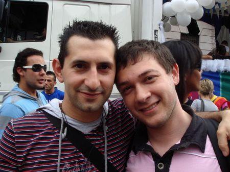 640px-Coppia_al_Gay_Pride_di_Milano_2008_1_-_Foto_Giovanni_Dall'Orto,_7-June-2008