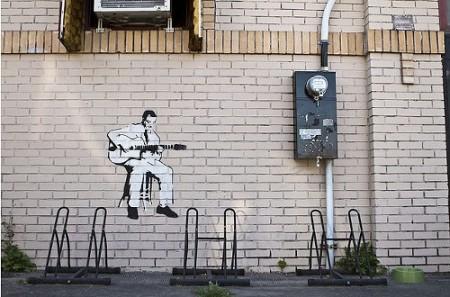 banksy-guitar piccola