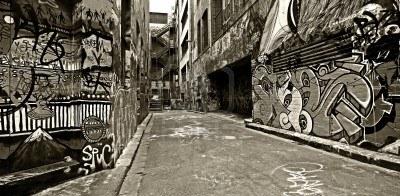 12752169-muri-coperti-di-graffiti-nel-vecchio-vicolo-hosier-lane-melbourne-l-39-australia-alto-contrasto-bian piccola